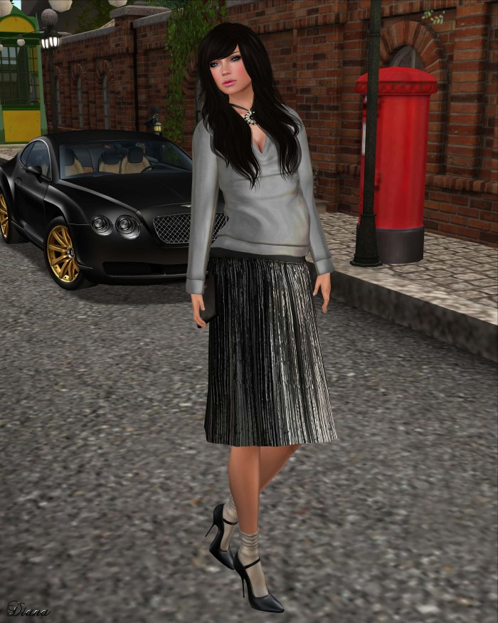 Baiastice - Vena oversize sweater grey and Metallic Plisse Skirt black